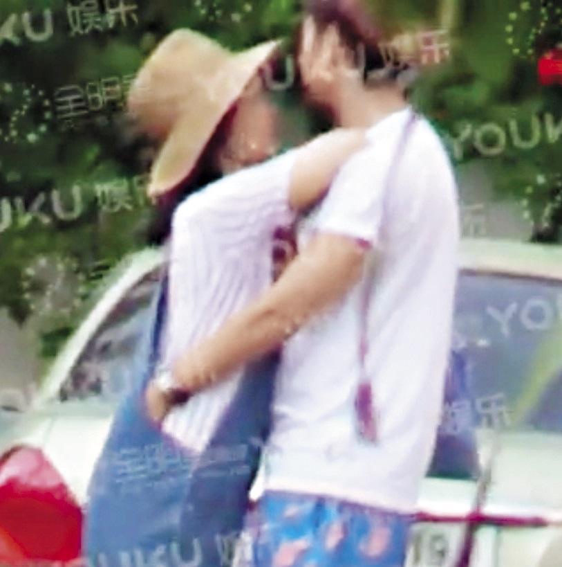 隔天曝光的影片是張愛朋將手伸進白百何褲內搓揉,宛如一對戀人。(翻攝自優酷)