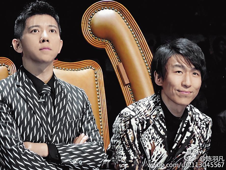 3年前的冠軍團體「羽泉」,當晚因白百何出軌事件,團員陳羽凡(右)宣布已與白百  何離婚2年,並無限期退出娛樂圈,「羽泉」形同解散。(翻攝自陳羽凡微博)