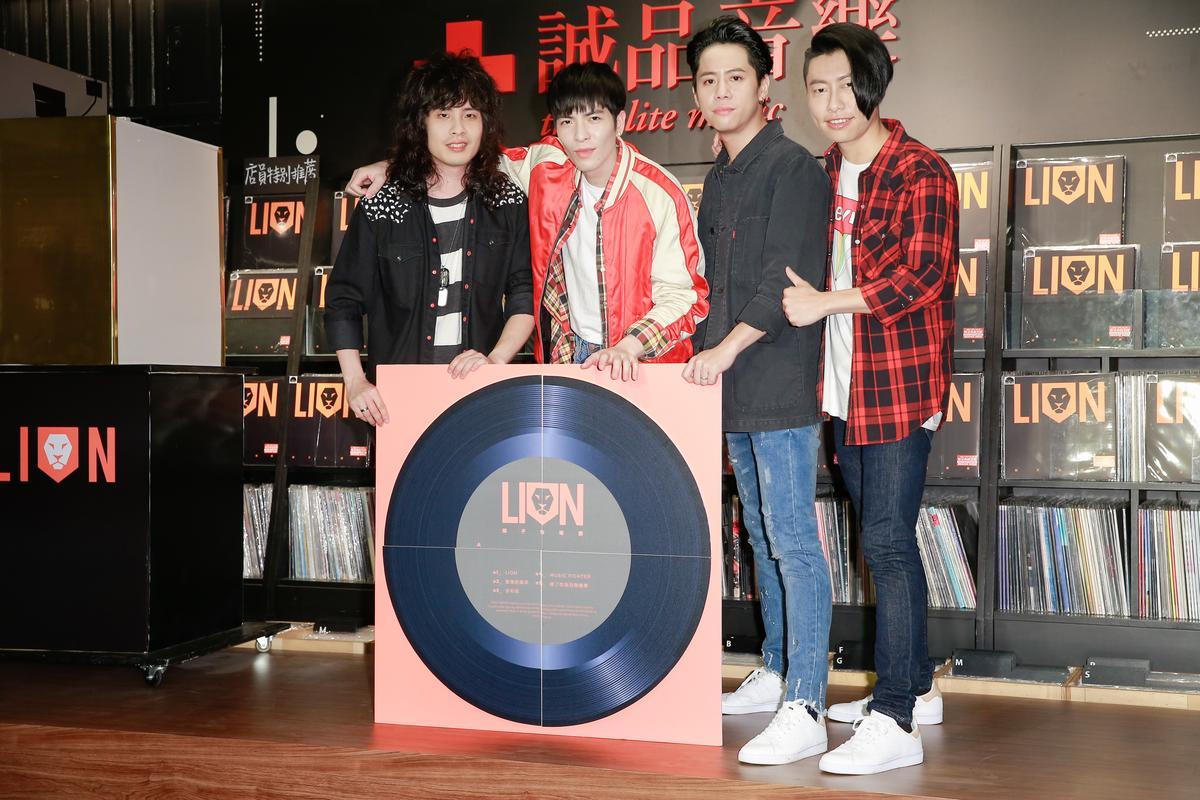 蕭敬騰和獅子合唱團推出黑膠唱片珍藏版。