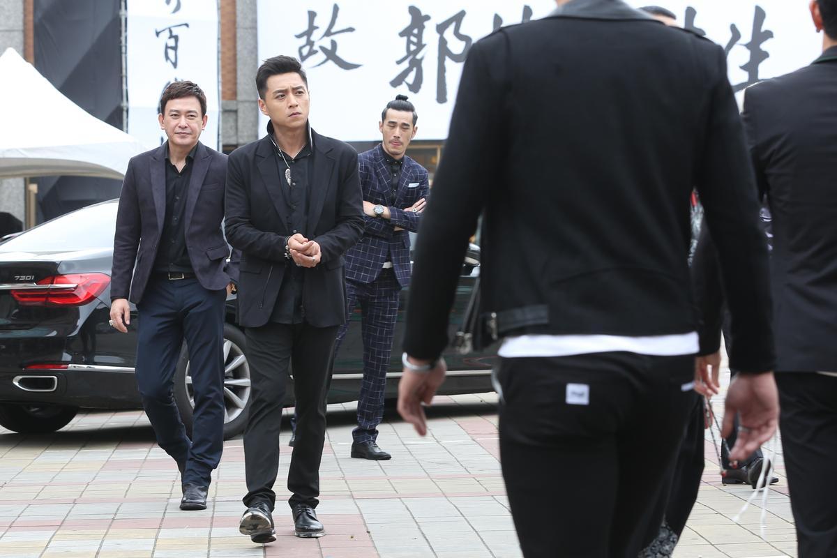 鄭人碩(左2)拍攝《角頭2:王者再起》破相,留下永久疤痕。