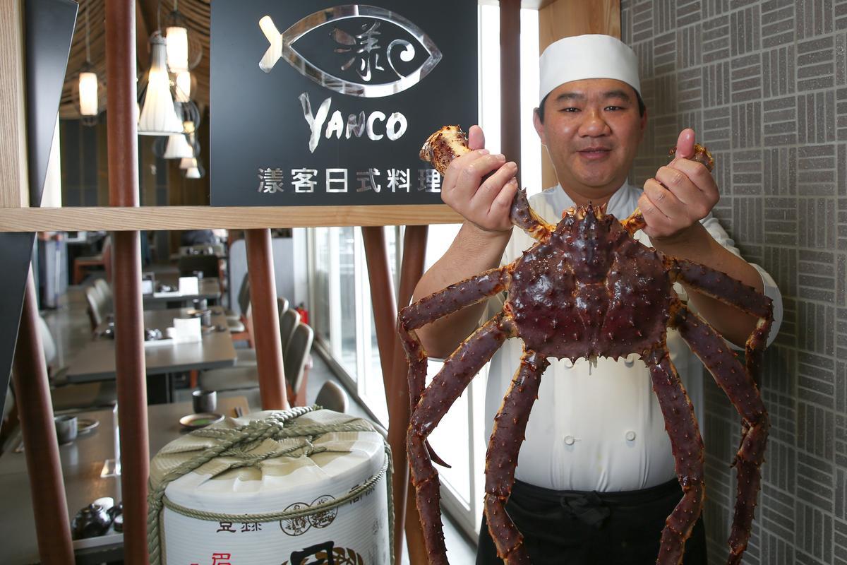 主廚鄭明男有20多年日本料理經驗,擅長用盤飾讓料理加分。