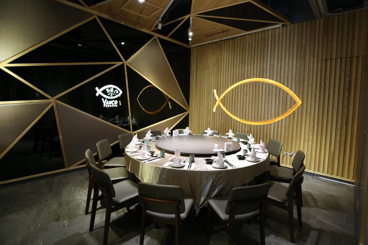 餐廳也提供可容納約13人的私密包廂。