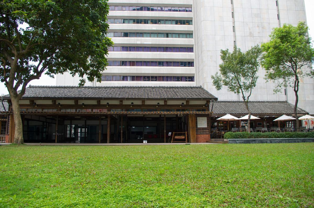 位於台北市中山區的蔡瑞月舞蹈社也出現在遊戲中。1999年被指定為市定古蹟,但在指定兩天後的凌晨即遭縱火,後在原址進行重建(攝影∣周文凱)