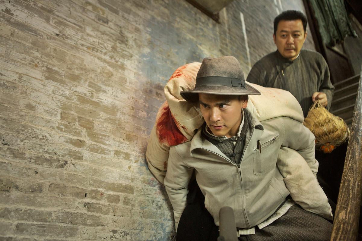 但戴上帽子,穿上夾克,彭于晏又恢復帥氣樣貌。