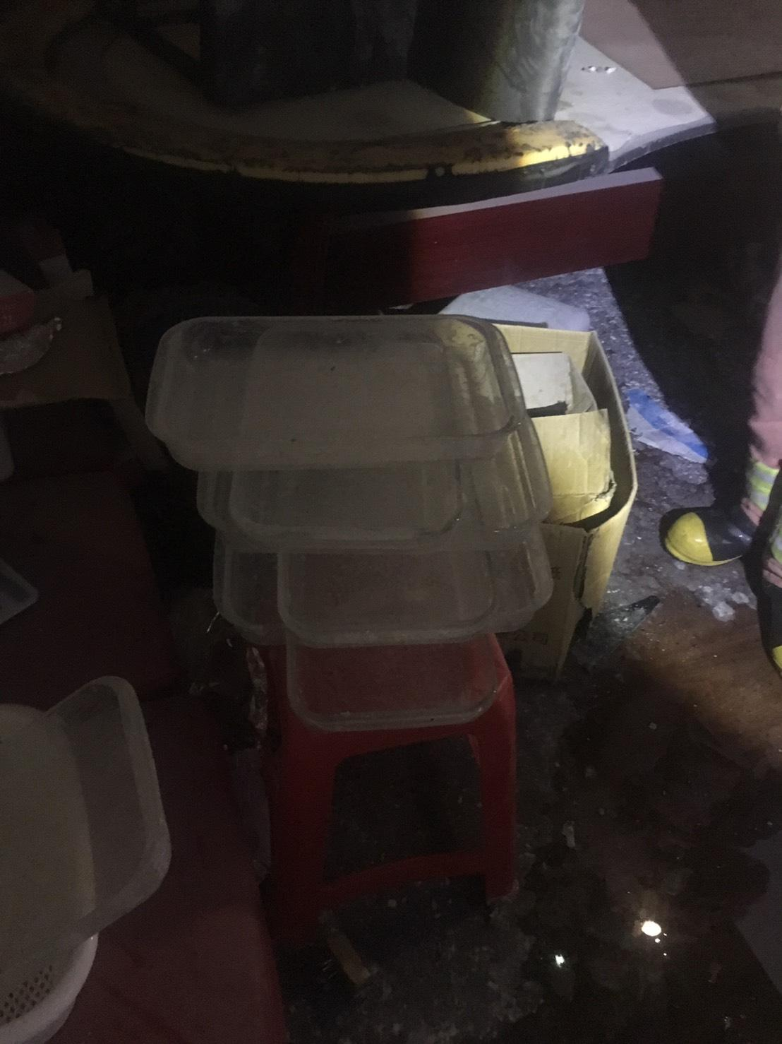 現場殘留大量不明藥物和器皿,還有重約200公克的K他命半成品。