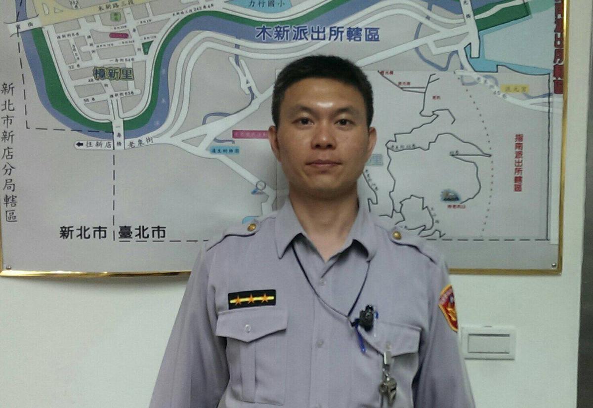 員警林羽鶴即刻救援,挽回燒炭女子的年輕性命。