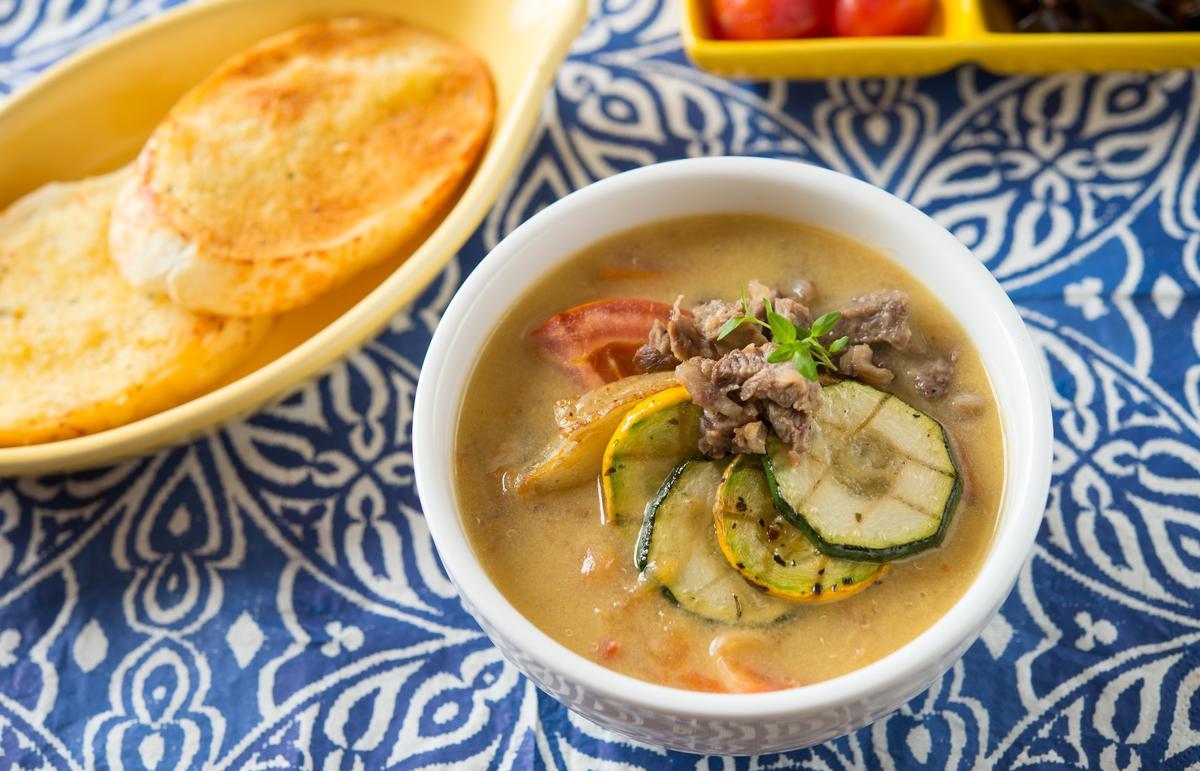 「紅藜番茄牛肉濃湯」選用台灣有機紅藜,酸甜清新(139元/份)