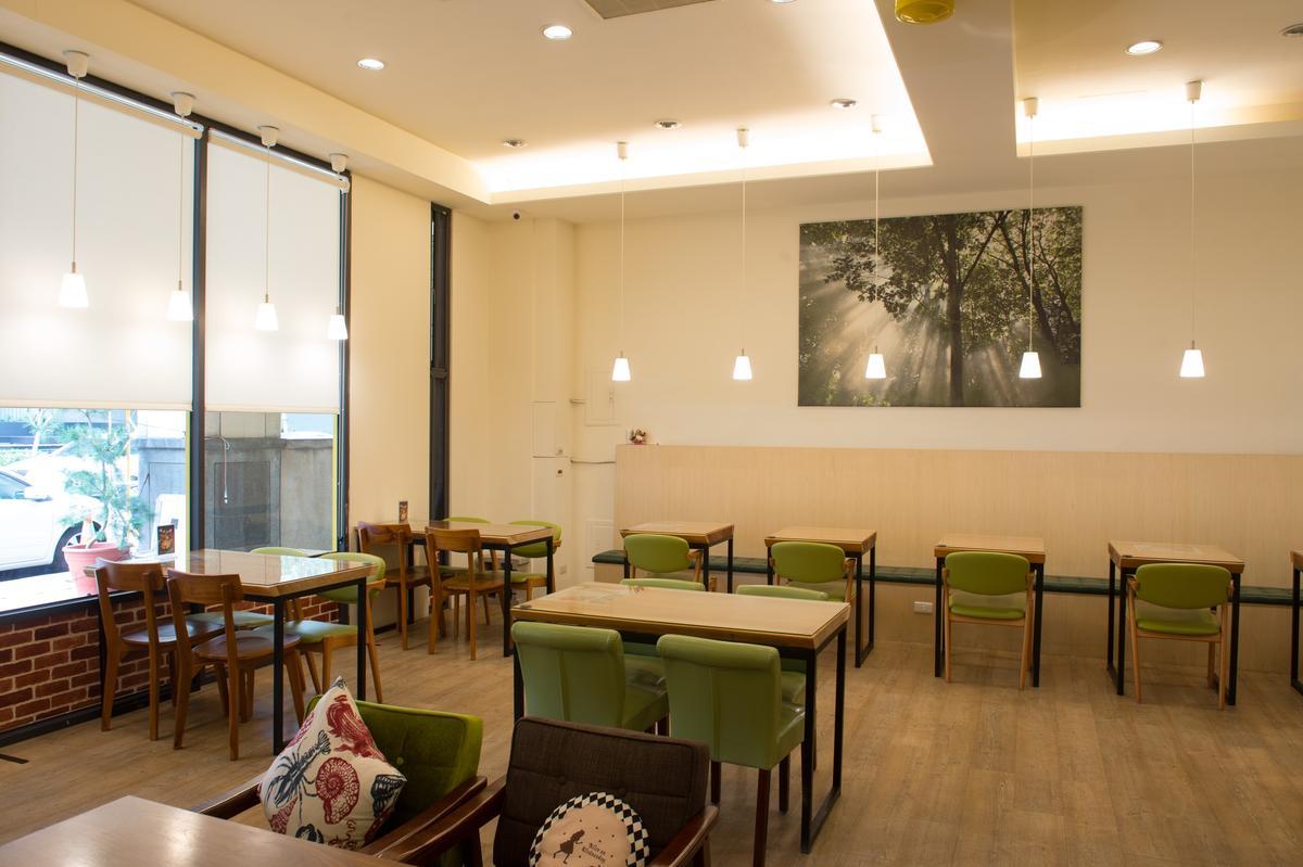 「惜家湯品廚房」用餐空間舒適明亮。