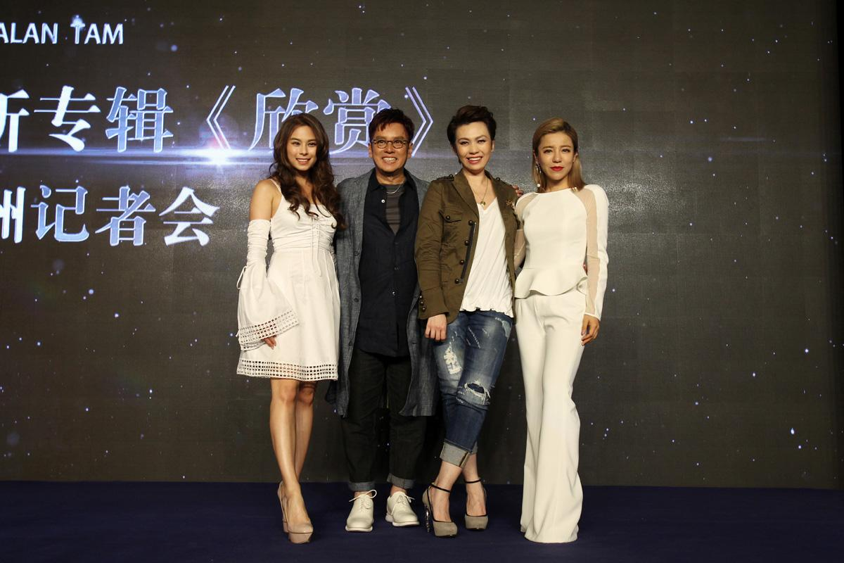 記者會上找來與譚詠麟合作的丁噹(右一)、陳潔儀(右二)及李幸倪(左)站台。