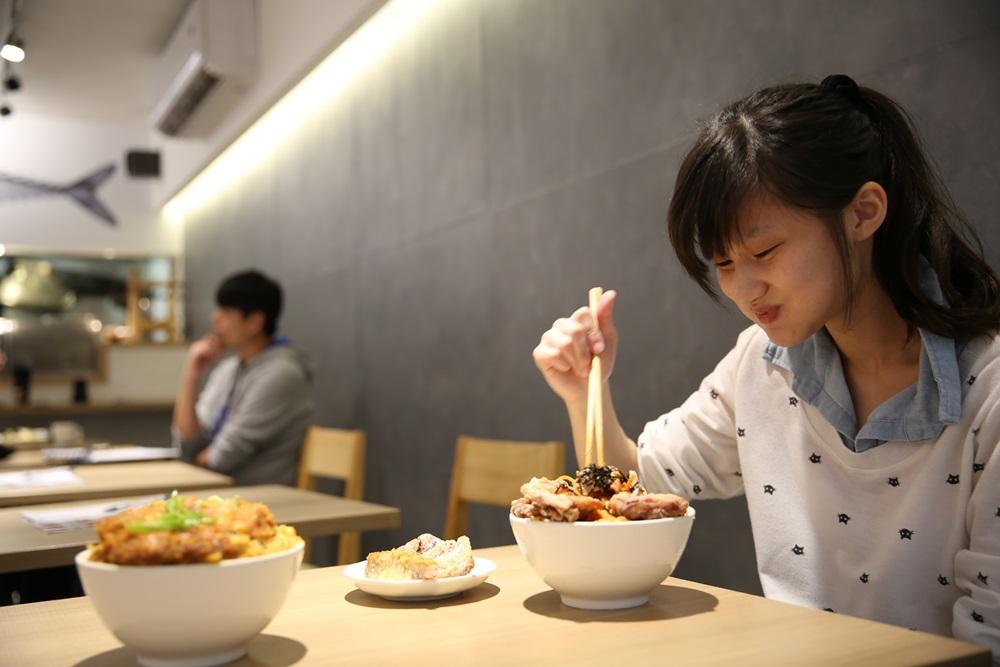 各式丼飯的分量對女生來說相當有飽足感。