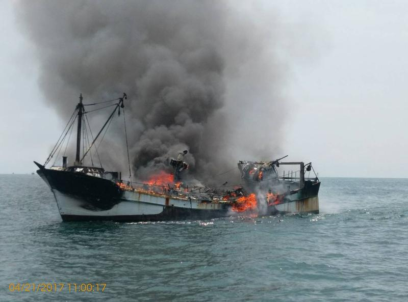 賜發福號莫名起火 烈焰沖天,幾公里外都看得見。