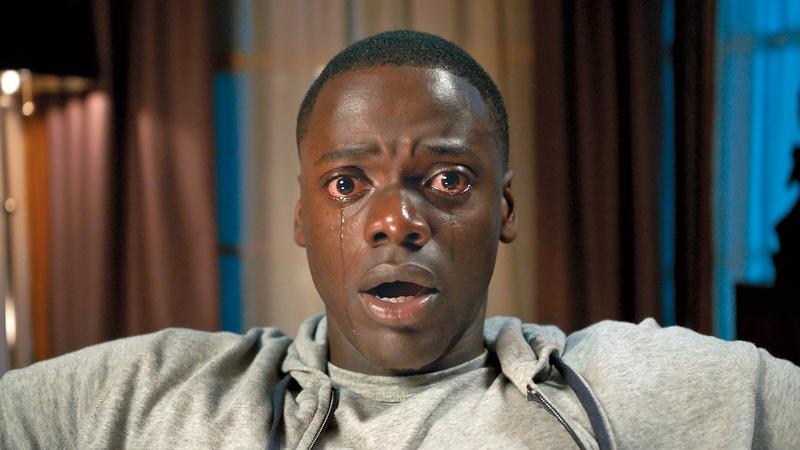 好萊塢恐怖片哭臉特寫的都是白人女生,但導演喬登刻意讓男主角恐懼到哭,令人驚異。