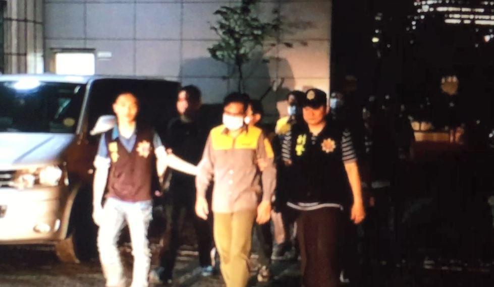 林、王等6人遭檢警收押後,漏夜前往新北地檢署偵訊。