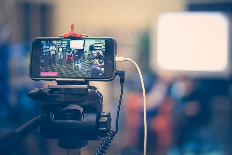 手遊和以手機直播也成直播重要發展趨勢。(圖/網路)