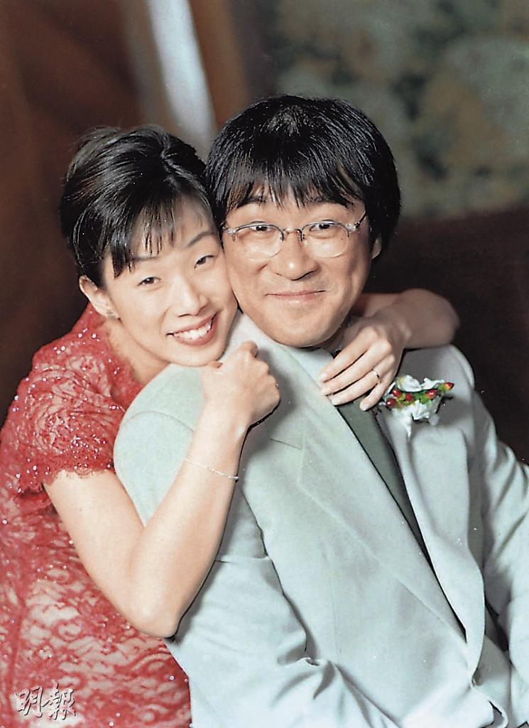 李宗盛(右)與林憶蓮1992年因〈當愛已成往事〉一曲結緣,1998年在溫哥華結婚、2004年簽字離婚,苦戀多年仍走上分手一途。(翻攝自網路)