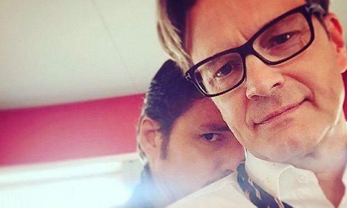 《金牌特務:機密對決》拍攝時,就有柯林佛斯(右)現身片場的照片外流。(取自Pedro Pascale Instagram)