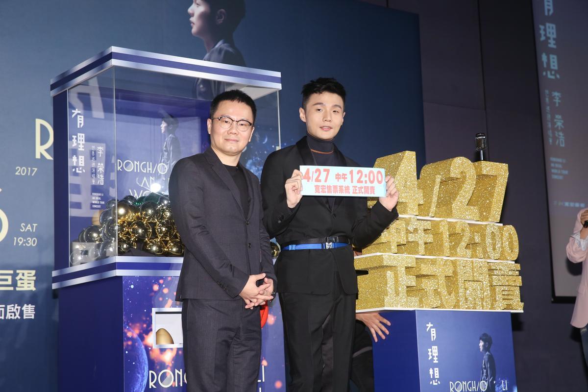 李榮浩稱想在台灣置產,卻被唱片公司老闆陳澤杉(左)勸暫緩。