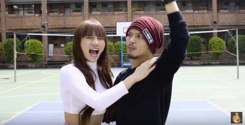 小A辣客串台灣版《你不紅》,和黃明志(右)共同入鏡。