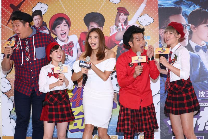 《驚奇4超人》由哈孝遠(左起)、林彥君、陳思璇、郭彥均和李懿主持。