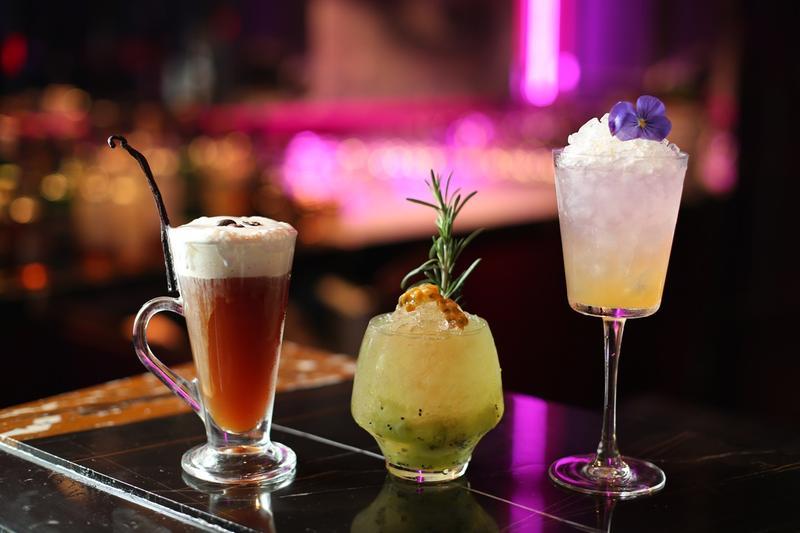 W Hotel的紫豔酒吧有許多創意十足的調酒。