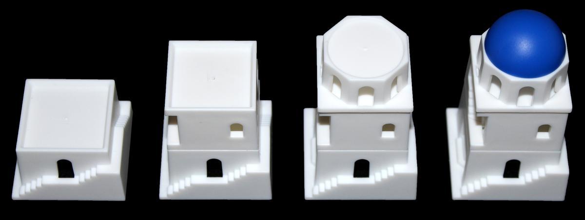 房屋模型:一樓、二樓、三樓與藍色圓頂(圖片來源:BGG)