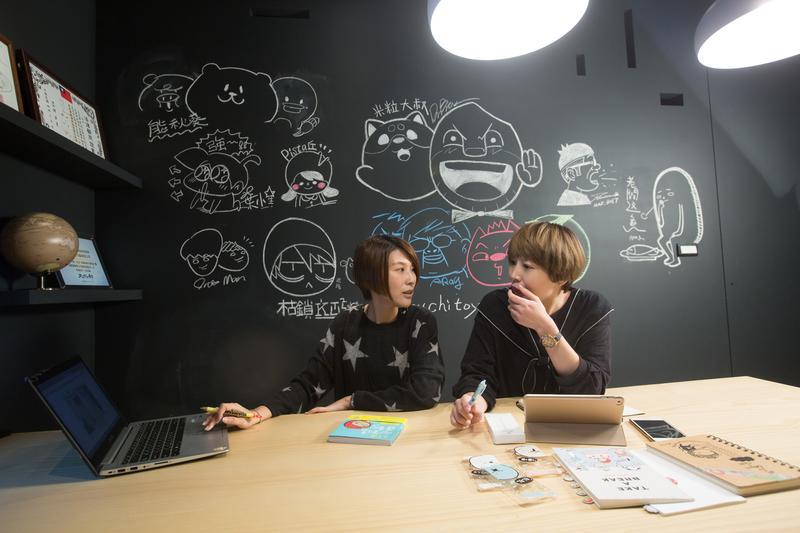 張凱童(左)與劉繼珩認為,圖文作家在創作角色時需打造出鮮明特色,才有機會發展成品牌