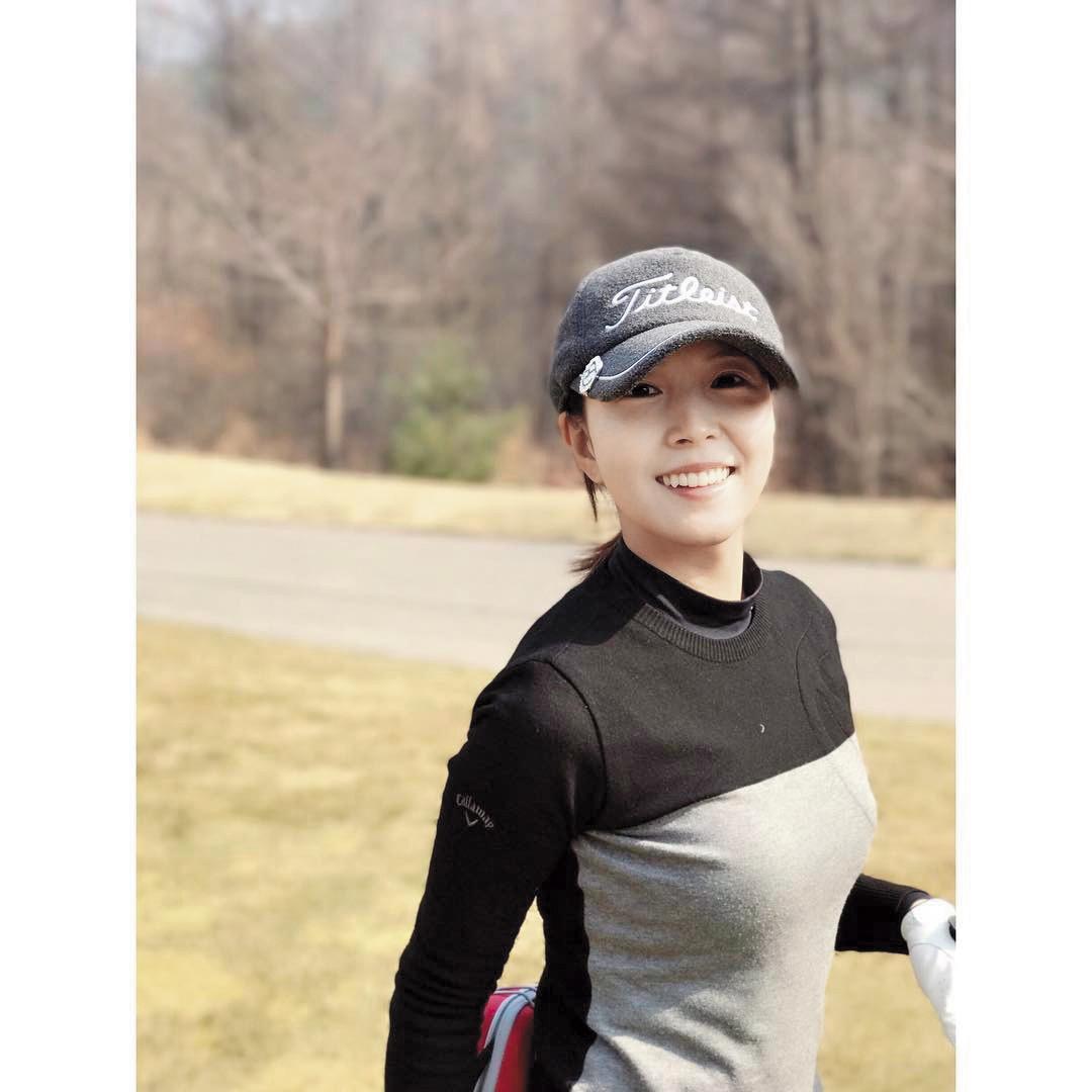 韓國歌手寶兒BoA和演員周元在友人聚會認識,都熱愛打高爾夫球,擦出愛火交往。