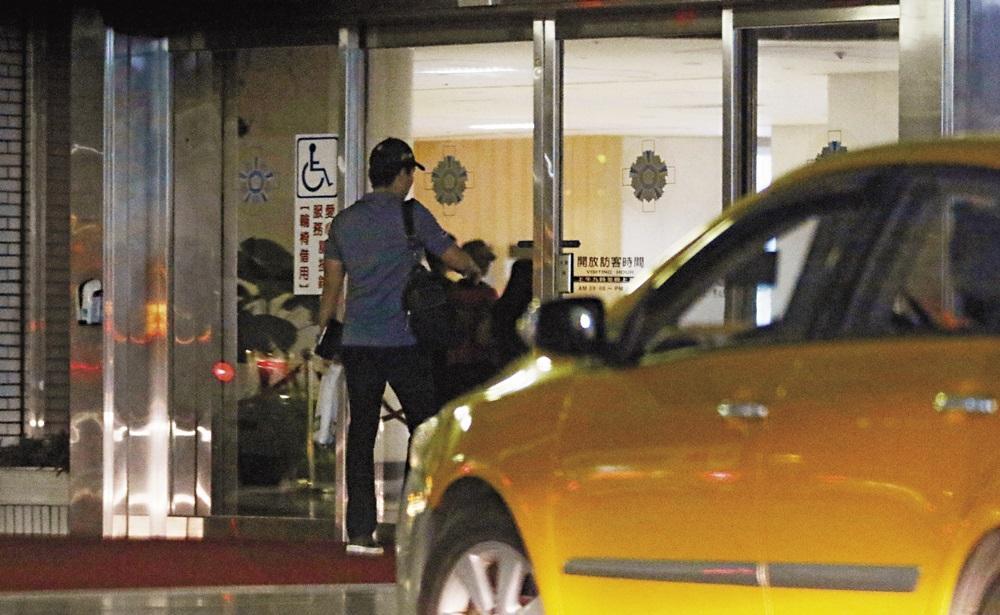 林姓蠍女把王傳一載到醫院之後,自己就開車先行離去,前往一家高爾夫球店。