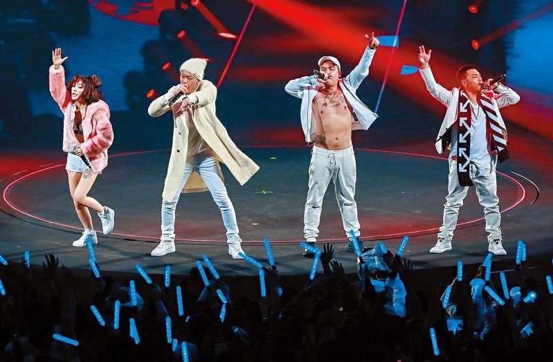 今年1月玖壹壹在台北小巨蛋舉辦演唱會,並找來同門嘻哈團187INC等歌手當嘉賓,雖然票房完售,但因成本過高,最後據說倒賠新台幣千萬元。