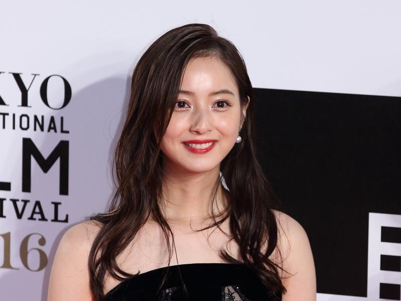日本演員佐佐木希就是出生於秋田縣,曾獲美國電影網站評選為「全球最美的100張面孔」第33位。(圖片來源:東方IC)