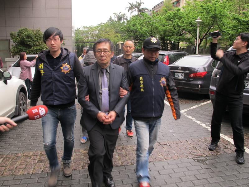 劉邦誠去年因勒索知名餅家被刑事局逮捕,更因他前科累累,槍戰時還有數名被害人到現場確認其身分。(翻攝畫面)
