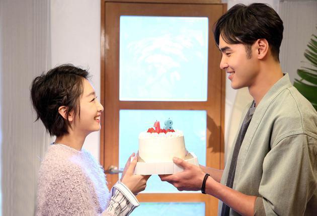 阮經天和周冬雨在李玟新歌「18」MV中有淡淡情愫。