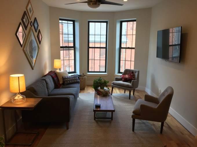 這間Common提供的共居公寓,位於美國布魯克林,每月租金合台幣54000-58000。(翻攝Common)