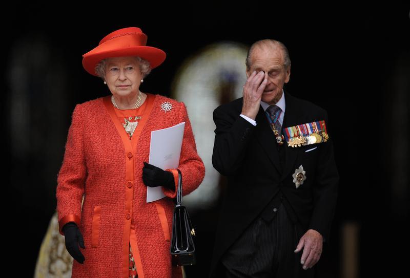 菲利浦親王與英國女王共同出席皇家騎士團百年紀念。(東方IC)