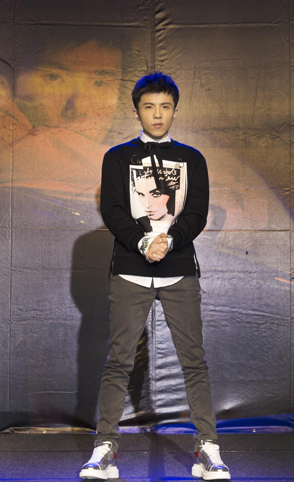 久違的小宇推出《同在》專輯,能寫能唱,喚醒歌迷回憶。 (圖:華納提供)