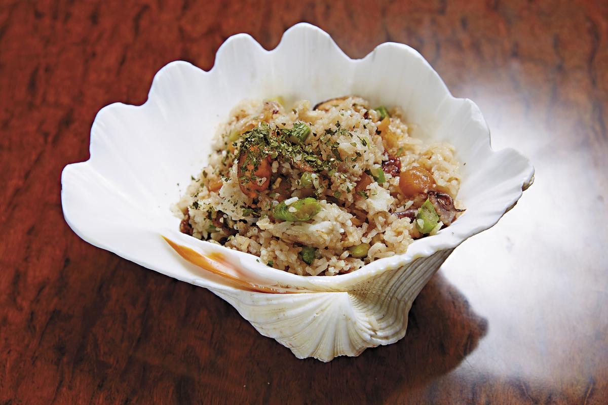 「大澳海鮮炒飯」(260元)有瀨尿蝦乾、干貝和蝦仁,加上炒飯用大澳蝦膏來炒,味道濃郁。(徠一咖啡)