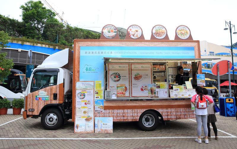 美食快餐車現身香港8大景點,玩樂之餘,還能在街頭品嘗香港小吃。