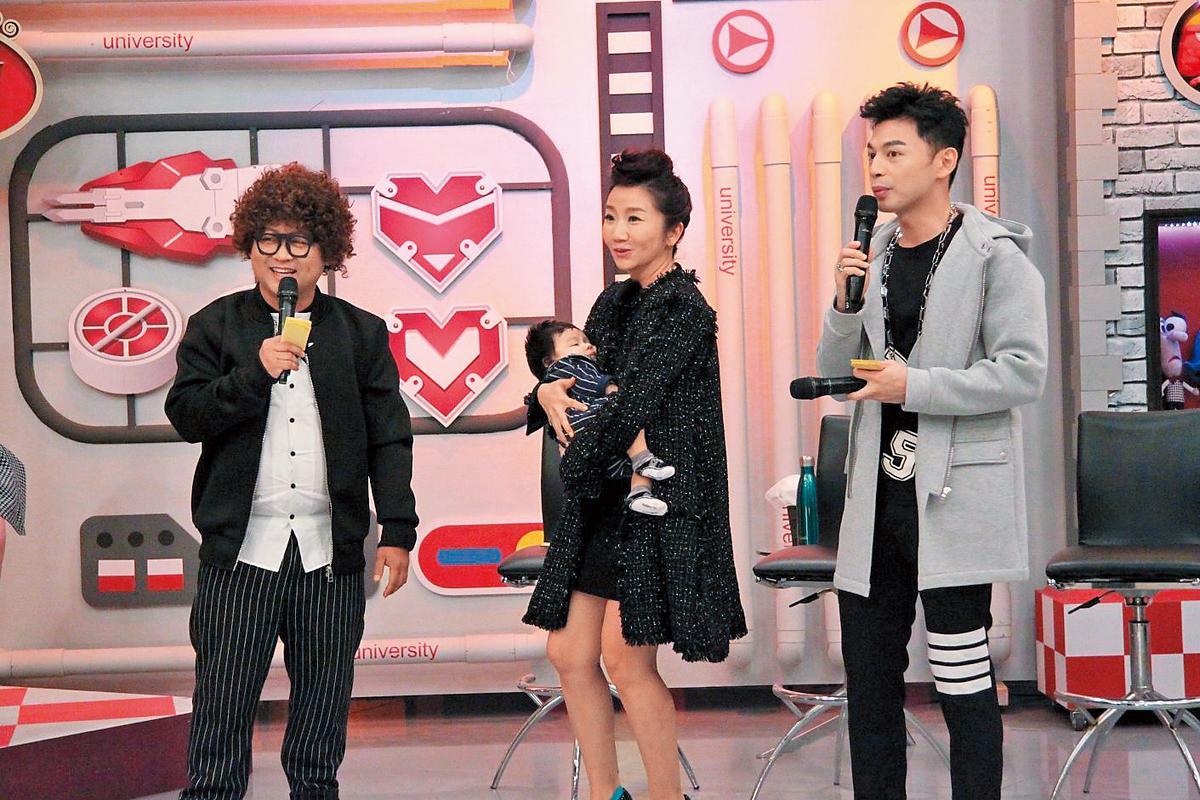 節目《大學生了沒》為陶晶瑩(中)拉主場,當時阿Ken(右)與納豆(左)只是一旁的助理主持,不過現在兩人都已躍上一線。