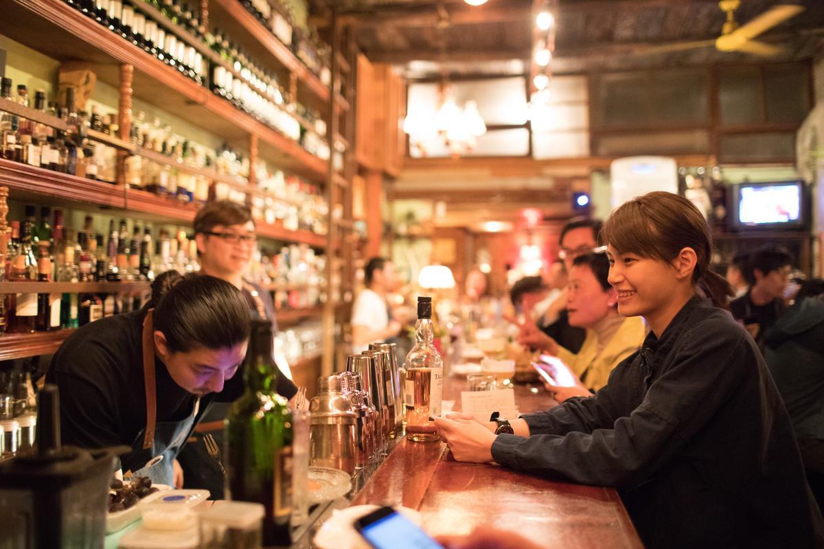 蔡佳穎將赴德國參加「2017百加得傳世雞尾酒大賽」的總決賽,出賽前她每天練酒超過12小時,還要到各酒吧發送個人比賽明信片,也持續跟調酒師「學長」「學姐」們學習如何呈現調酒。