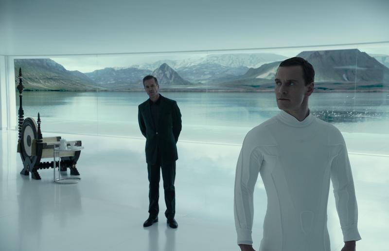 麥可法斯賓達一人分飾二角,他既冷調又帶著強烈神祕感的演出,隨著劇情推進,竟令人不寒而慄。