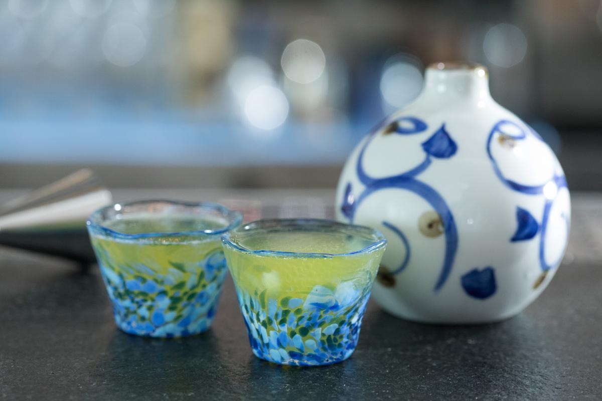 女子系調酒「旬花舟燈」有鮮明的荔枝、哈密瓜香氣,偏甜的果香,就如女子旖旎艷麗的香氣。(300元/杯)