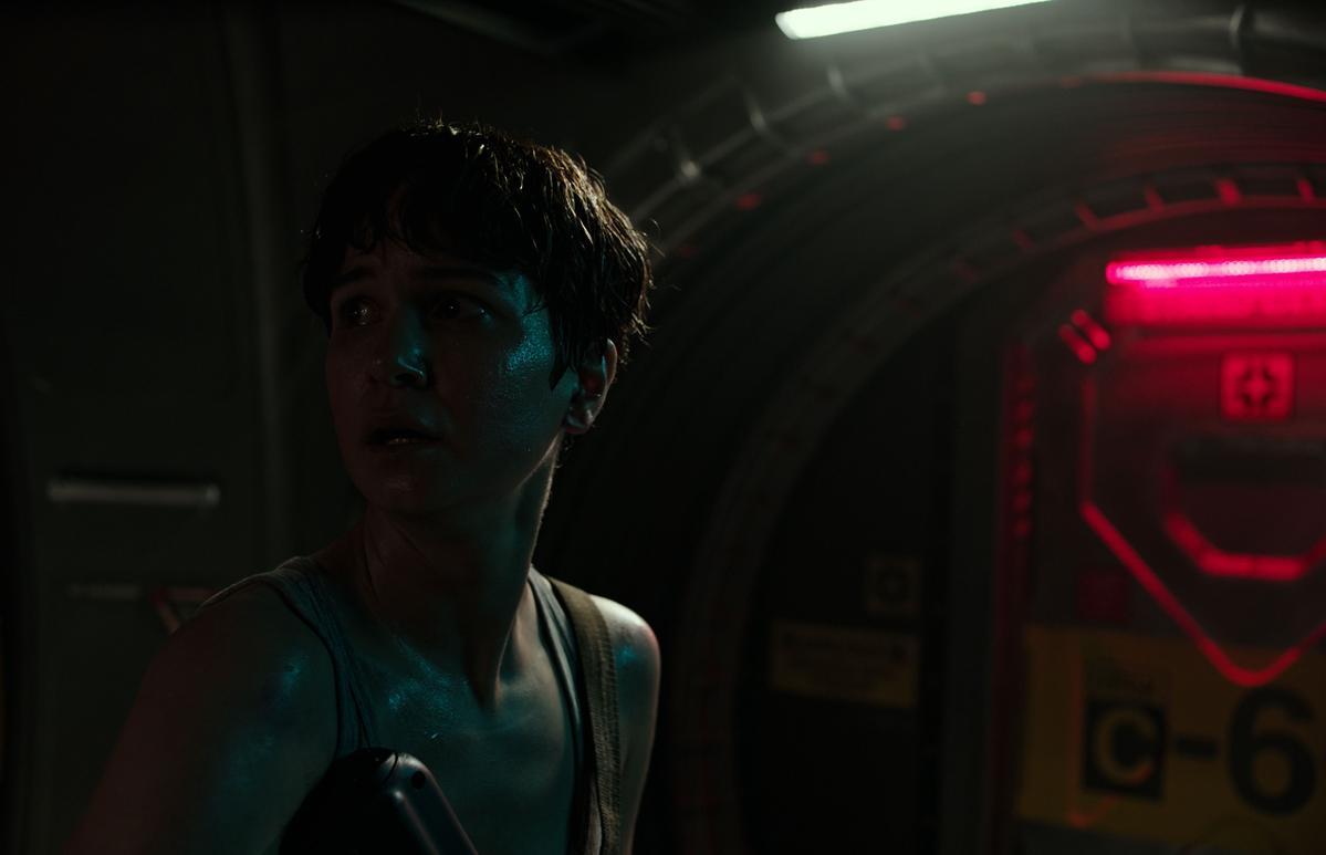女主角凱薩琳華特斯頓表現精彩,被讚為具有當年雪哥妮薇佛的「蕾普利」架勢。