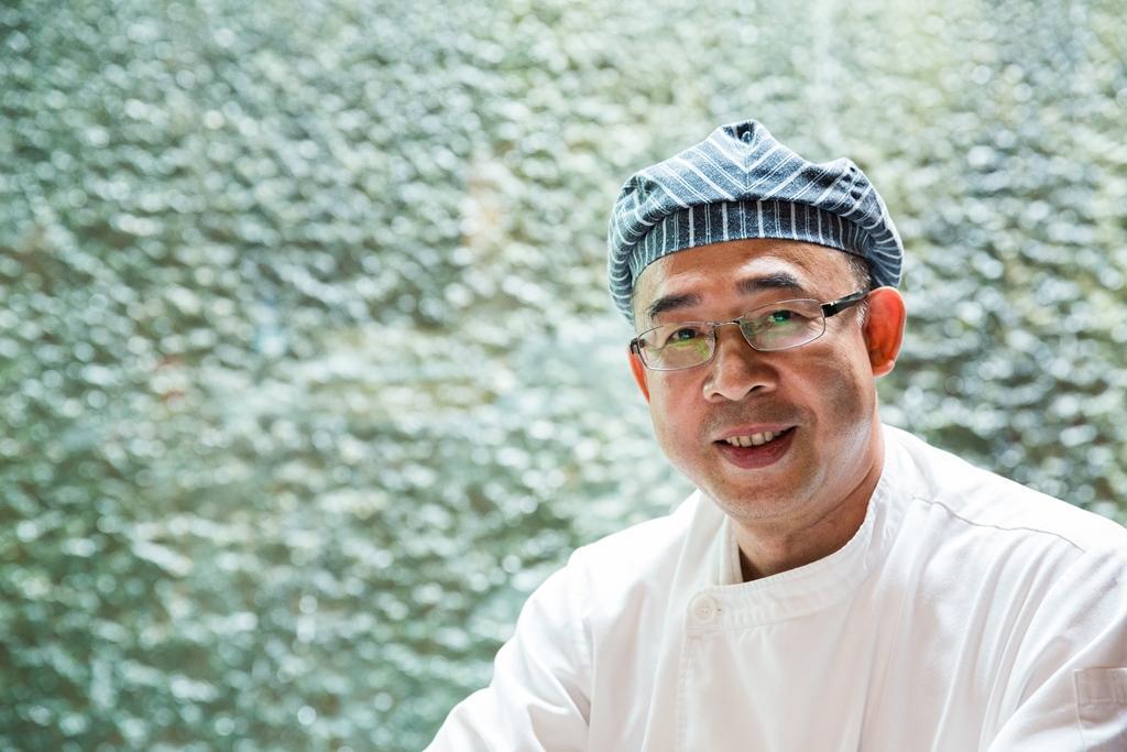 与玥樓點心主廚招鏡超擅長中西式點心、港式糖水。