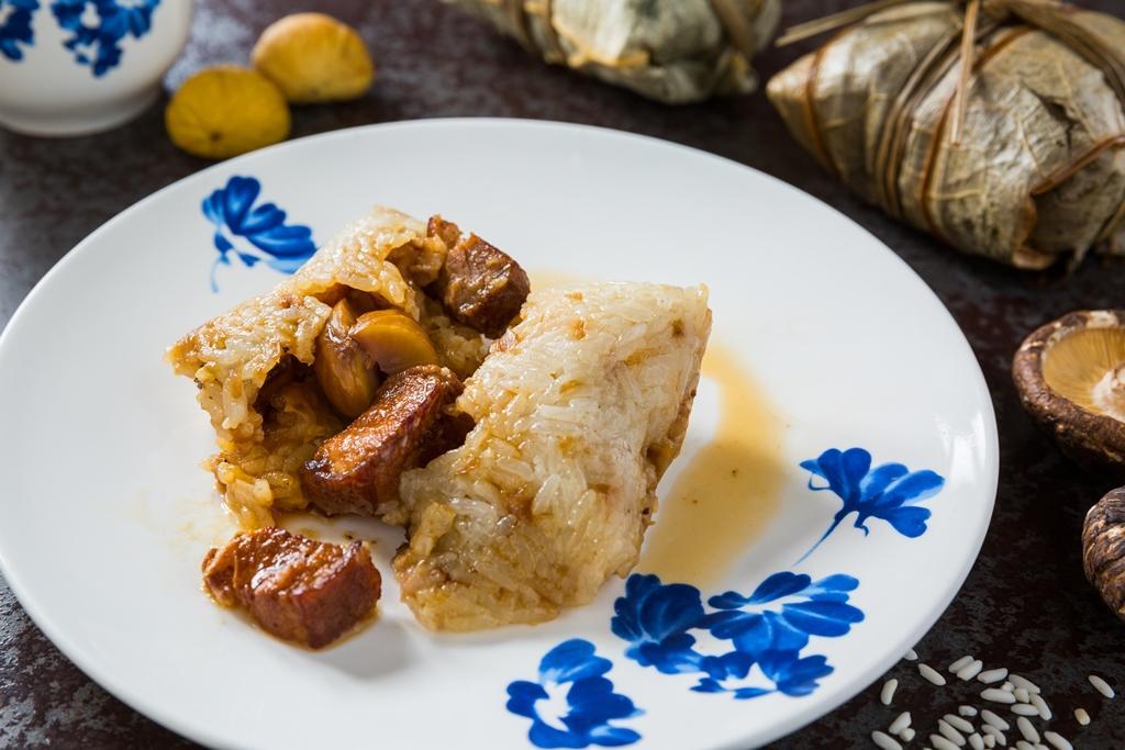 「古早爌肉粽」有熟悉的傳統醍醐味。(180元/顆)