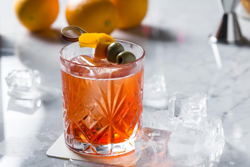 「經典Spritz」以CAMPARI為基酒,尾韻的苦,令人佩服義大利人吃苦功力。(250元/杯)