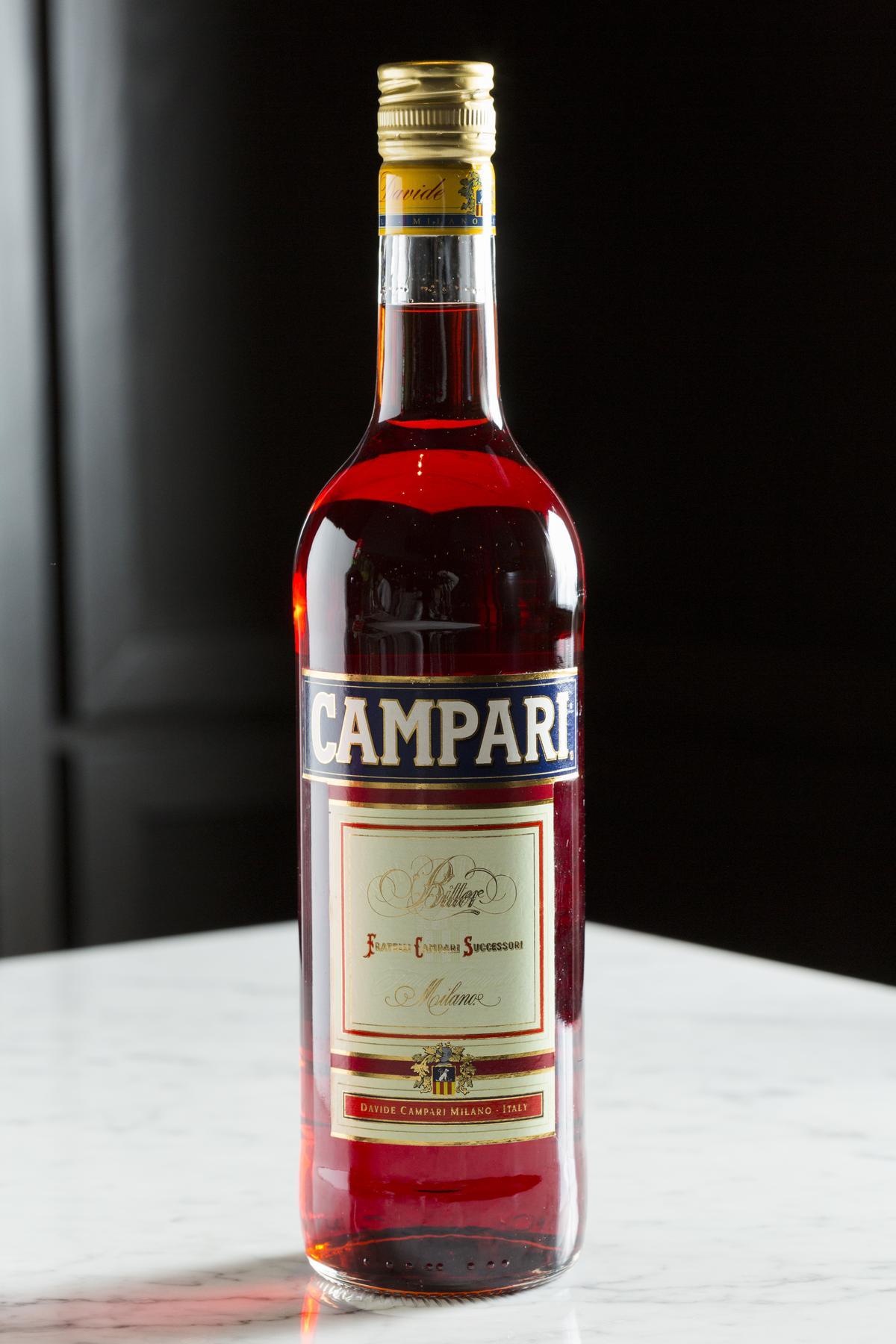 「CAMPARI」是義大利最有名的香料苦甜酒,鮮紅色酒液識別度極高。
