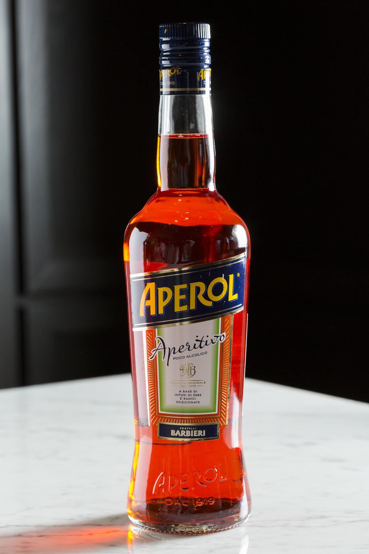 橘紅色「APEROL」有明顯柑橘調性,比起CAMPARI順口許多。