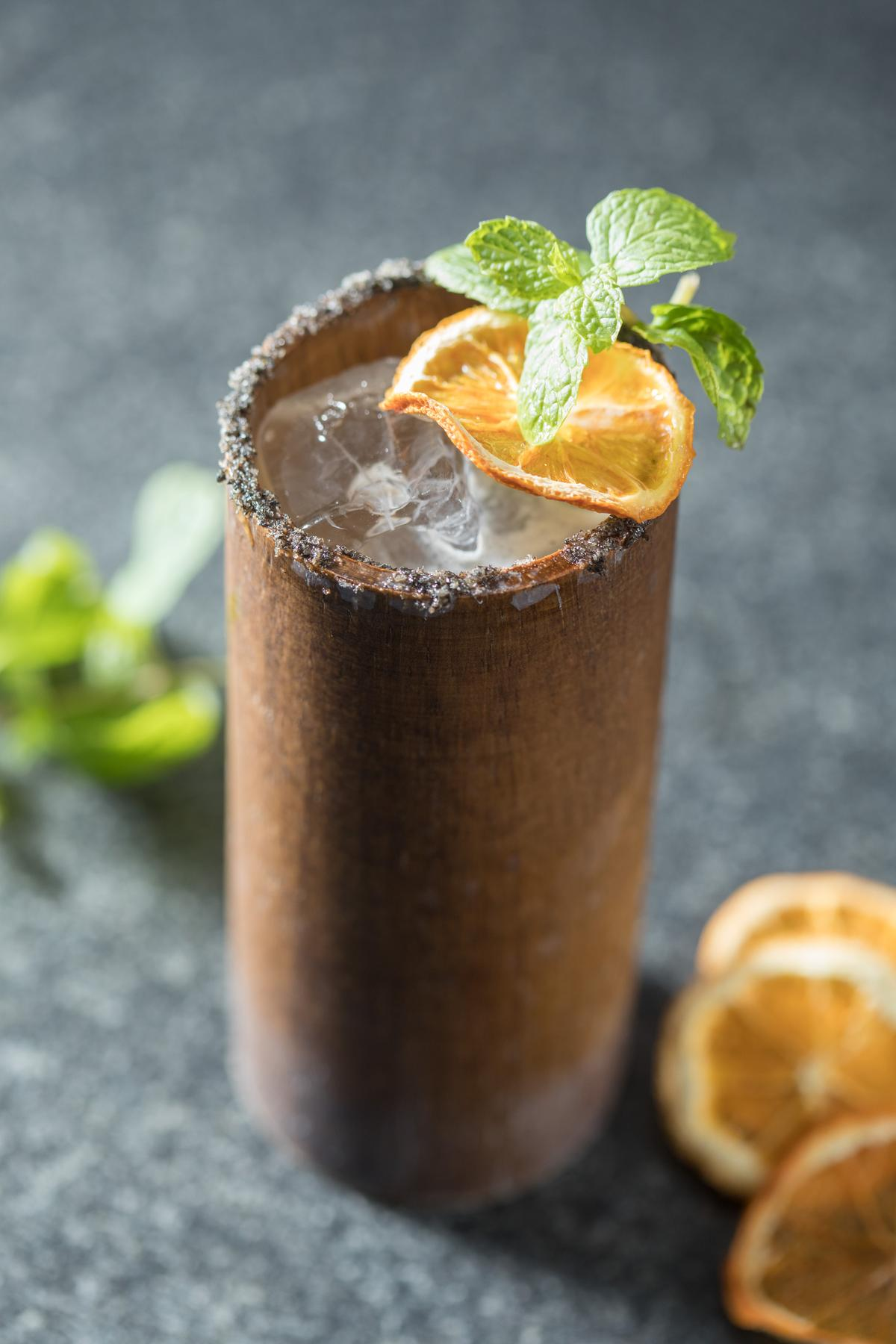 加了酒釀的「平埔細語」香滑酸甜,加入野牛草伏特加還有很夏天風情的飽滿草香味。(300元/杯)