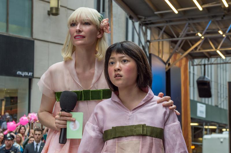蒂妲史雲頓(左)在《玉子》一片飾演生計公司的執行長。