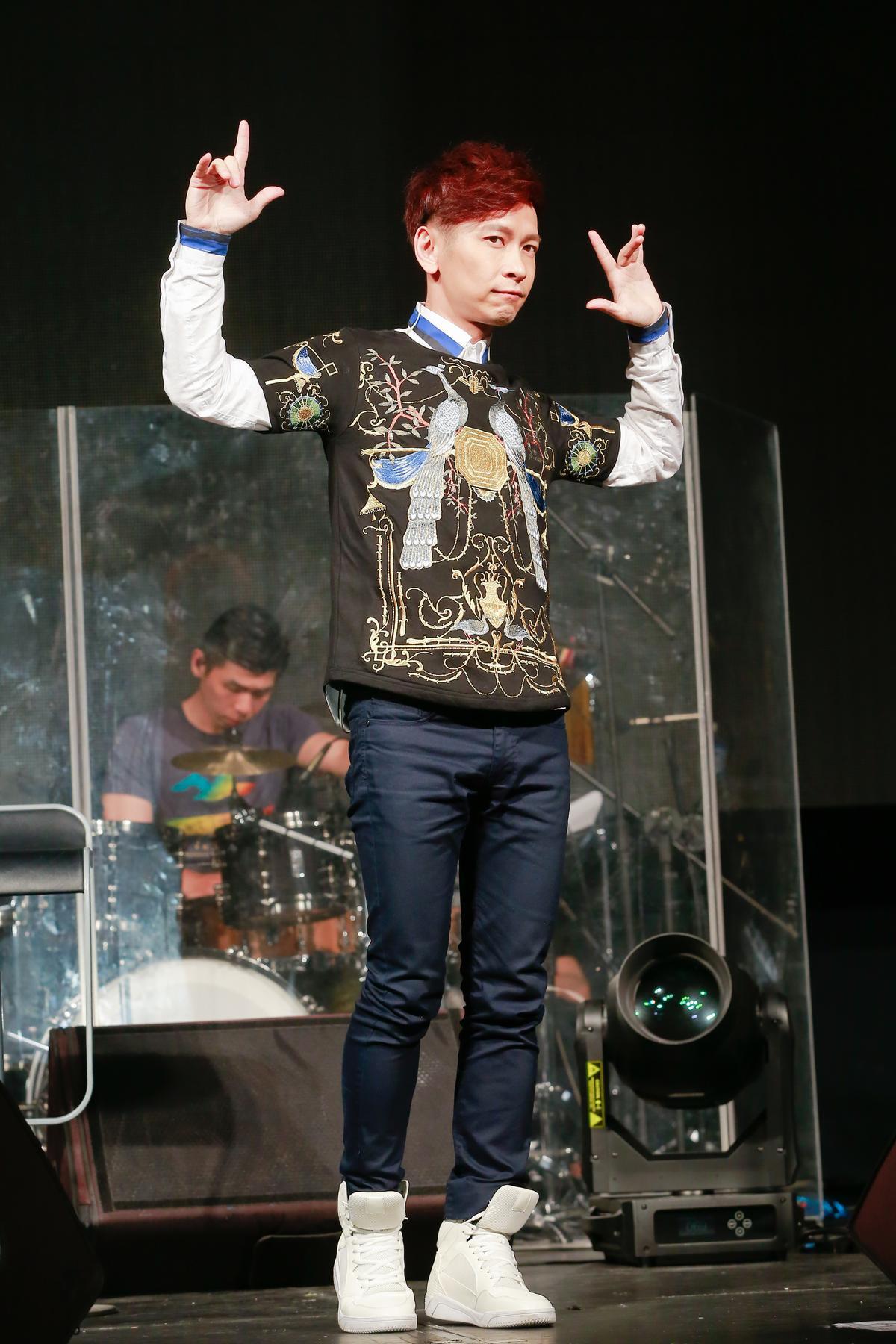 張智成連飆近30首歌,透露演唱會上一台提詞機都沒有。